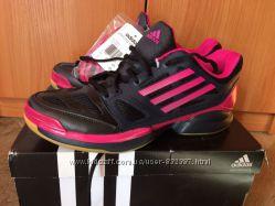 Волейбольні жіночі кросівки Adidas