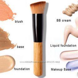 Кисть для макияжа и спонж для макияжа