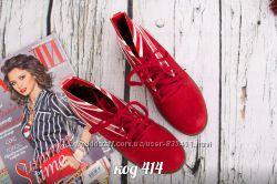 красние ботинки з еко замшу
