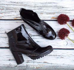 ботинки из натуральной лаковой кожжи