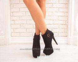 ботинки на каблуе