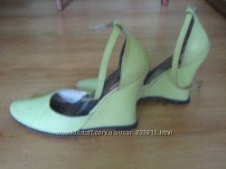 Туфли нежно салатового цвета. Кожа. Куплены у фирменном магазине