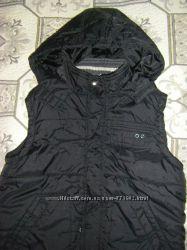 Весенние куртки жилетки-безрукавки  128-140