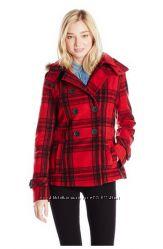 Красное в клетку модное пальто из Америки.