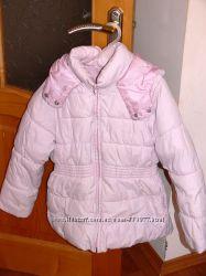 Демисезонная куртка фирмы Zara на девочку р. 128 бледно-розового цвета