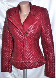 Курточка бордового цвета на 42 размер.