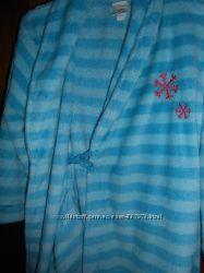 махровые халаты 5 и 8 лет и флисовый  2-3 года