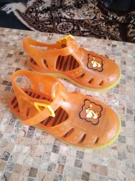 Продам аквашузы сандали для пляжа и бассейна