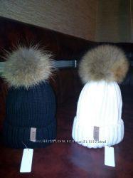 Красивые, модные шапочки с натуральными помпонами