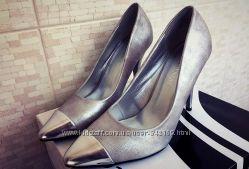 Женские красивые туфли лодочки на шпильке серебрянного цвета