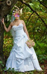 Продам красивое свадебное платье на невысокую девушку