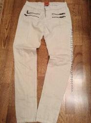 Облягаючі штани Bershka 26 розміру