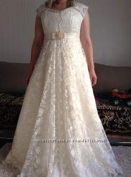Вишукане   весільне плаття  А силуету  кольору шампань 50 розміру.