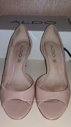 Летние лаковые туфли бежевого цвета ALDO р38