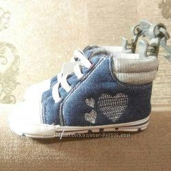 Стильные пинетки-ботиночки MOTHERCARE