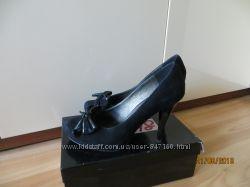 красивые замшевые туфли на высоком каблуке