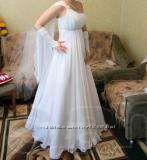 Свадебное платье белое.