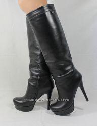 В наличии стильные кожаные сапожки 36 размер