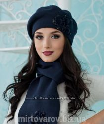 Комплект берет  шарф с 3 большими цветочками. КАПРИЗ. М 5001. Много расцв