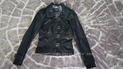 Продам приталенную кожаную куртку в очень хорошем состоянии