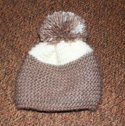 Зимняя вязанная шапка с бубоном