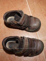 Продам детские осенние ботинки на мальчика.