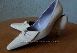 Туфли женские бежевые замшевые