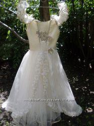 Очень красивое, нарядное, легкое платье  6-8 лет