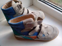 Спортивные ботинки ортопедические, можно для девушки или парня.