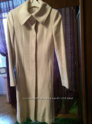 Красивенное пальто молочного цвета