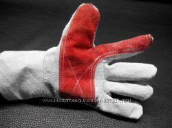 Рабочие перчатки из натуральной кожи.