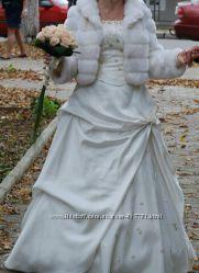 Весільне плаття в подарунок рукавички шарф і туфлі