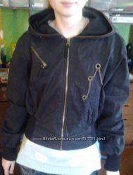 Суперова коротенька тоненька курточка для дівчини