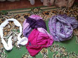 Много шарфов, палантин и платков на любой вкус и цвет