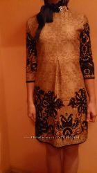 Платье фирменное красивое