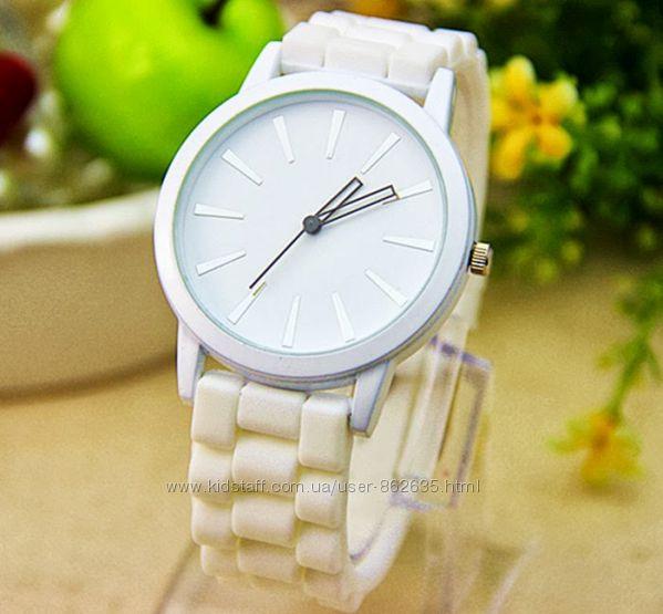 Женские наручные часы белые geneva