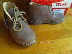 новые ботинки Италия, фирма Melania, 18, 2см