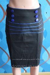 Юбка-карандаш с синей отделкой, р. 44 скидка
