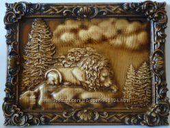 Резная деревянная картина Одинокий лев