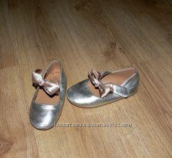 нарядные золотистые туфли, р. 26