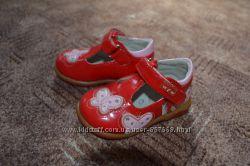 Лаковые туфельки для девочки фирмы UFO