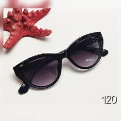 Жіночі сонцезахисні окуляри чорні