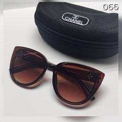 Стильні окуляри в комплекті із футляром