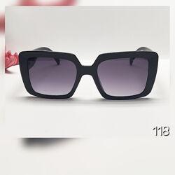 Чорні стильні жіночі сонцезахисні окуляри