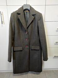 Темно серого цвета пальто