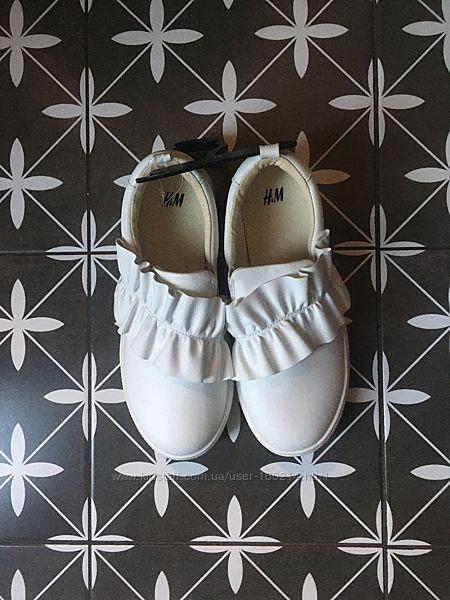 Слипоны белые H&M с рюшей