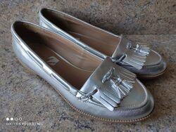 Серебристые туфли лоферы 24, 5 см