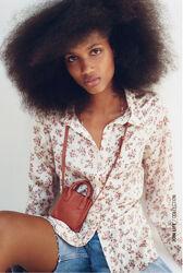 Красивая блуза рубашка с цветочным принтом Zara Испания размер XS