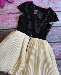 Шикарное платье с открытой спинкой Lipsy London