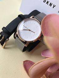 Часы DKNY в комплекте с дополнительным кожаным ремешком